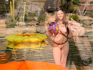 Ariana Marie leaves her appetizing beaver running in rivulets moist