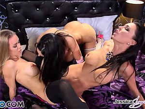 Amy Anderssen in a beaver orgasm trio with minge munchers Jessica Jaymes and Nicole Aniston