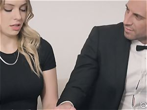 Sarah Vandella and Giselle Palmer share fuckpole