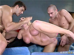 super hot cop Summer Brielle slobber roasted by two criminals