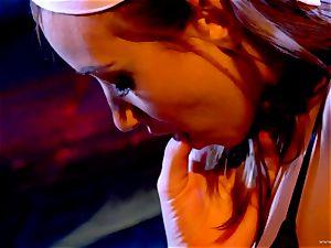Sarah Vandella luvs teasing Louisa Lanewoods moist crevice