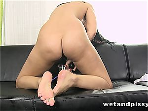 cutie Kira queen makes her stockings a mud with pee
