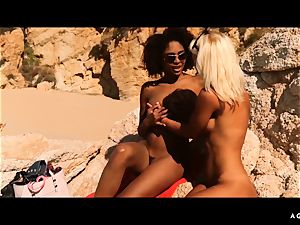A chick KNOWS - Outdoor girl-on-girl hump with magnificent stunners