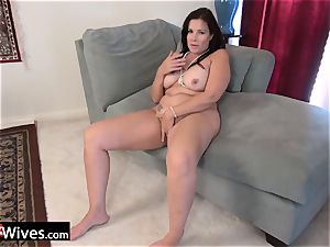 USAwives Dylan Jenn curvaceous Mature Solo getting off