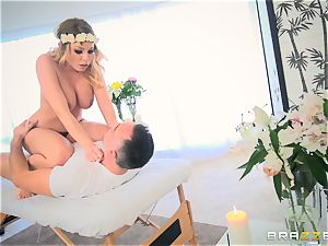 Pretty Britney Amber poon packed on the rubdown table and facial cumshot