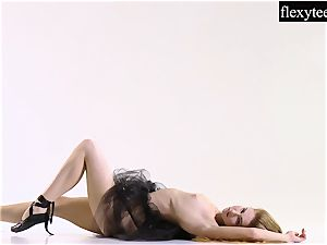 killer dame displays her awesome gymnastic talents