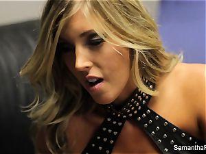 Behind the scenes with pornstar Samantha Saint