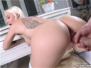 busty ash-blonde Stevie Shae banged in super hot cunny