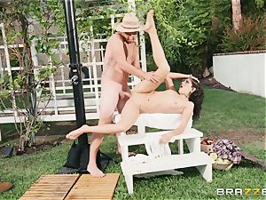 Lexi Rose takes some rock hard man sausage deep in her pussyhole outdoors