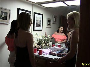 The three girl practice