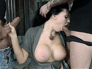 steaming Aletta Ocean alternately pleasuring two lollipops with her simmering jaws