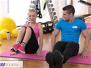 FitnessRooms Bendy blond leans Over for her Trainer