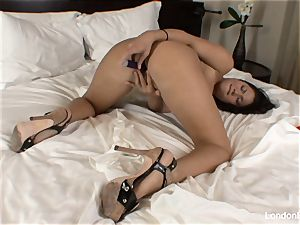 Pierced chinese London Keyes plays with her cooter in sofa