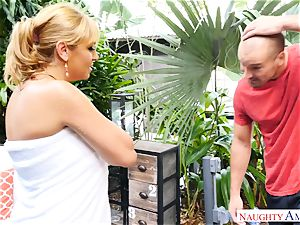 Sean Lawless finds red-hot mummy nude in the garden