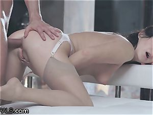 21Naturals voluptuous assfuck Leads to jizm on Gape