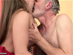 messy nubile Cathy Heaven intensively fellating a phat erect man-meat
