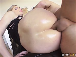 jaw-dropping Dahlia Sky gets her backdoor serviced