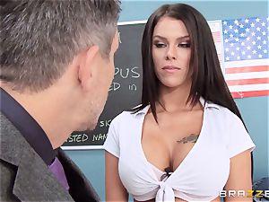 muddy college girl Peta Jensen smashes the successful dean