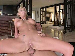 buttfuck lover Phoenix Marie juggles her booty on a meaty weenie